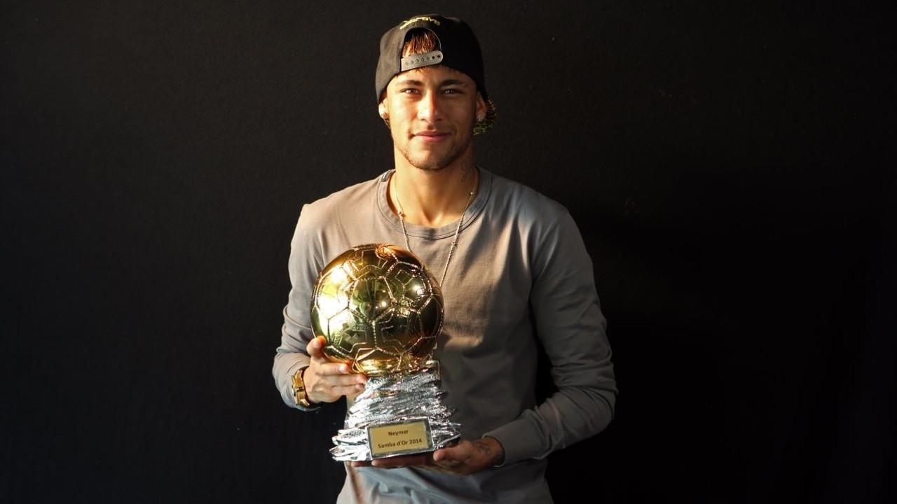 Neymar Jr menerima penghargaan Samba Gold / MIGUEL RUIZ-FCB