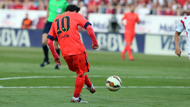 Leo Messi scored the first goal of the game in Sevilla. / MIGUEL RUIZ - FCB