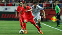 Iniesta, en action contre Seville / MIGUEL RUIZ - FCB