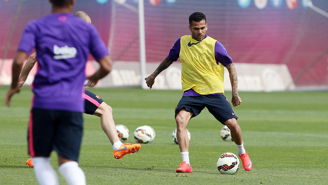 Dani Alves has received medical clearance / MIGUEL RUIZ-FCB