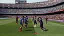 Les joueurs s'échauffent avant d'affronter Valence/ MIGUEL RUIZ - FCB