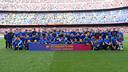 The first team with the Symposium participants ahead of the Getafe game/ MIGUEL RUIZ - FCB
