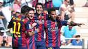 Neymar, Messi, Suárez e Alves celebram um dos gols culés abraçados.