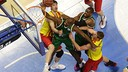 Ante Tomic and Doellman fight for a rebound against Unicaja / ACB MEDIA - M.Pozo