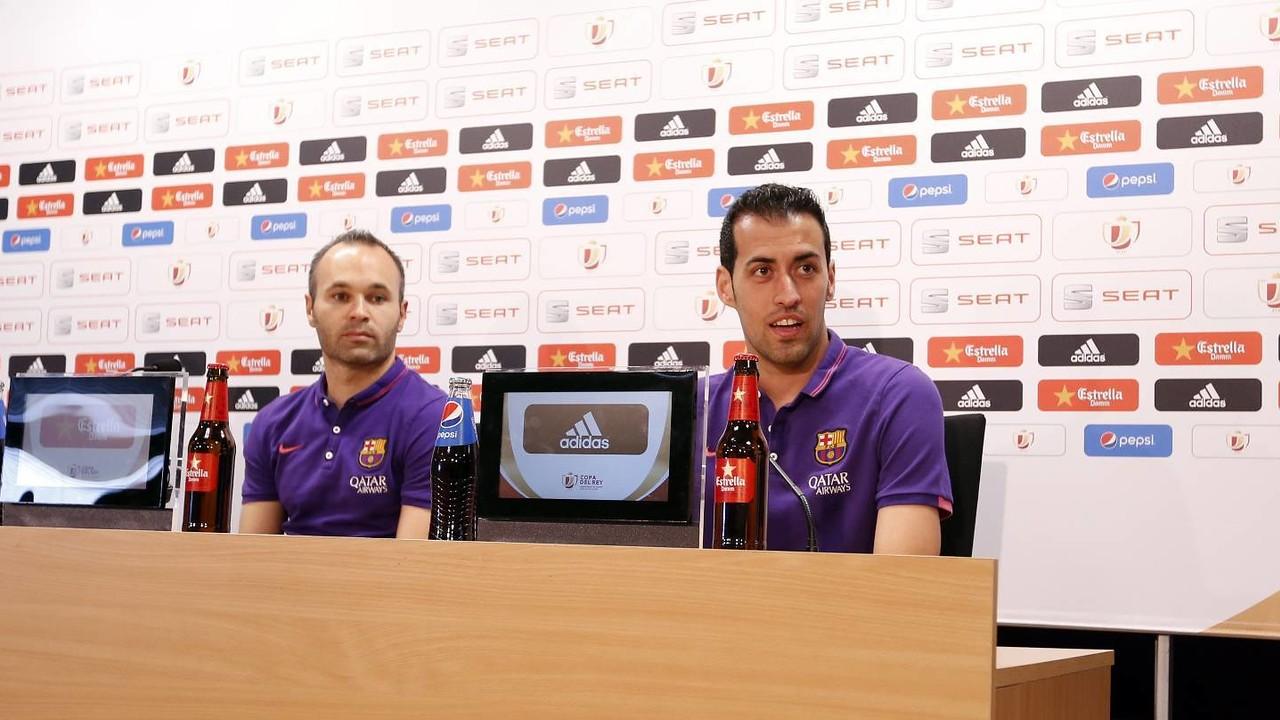 Iniesta i Sergio Busquets han parlat aquest divendres en roda de premsa / MIGUEL RUIZ