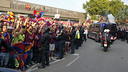 Barça fans await the arrival of their team to Camp Nou. / MIGUEL RUIZ