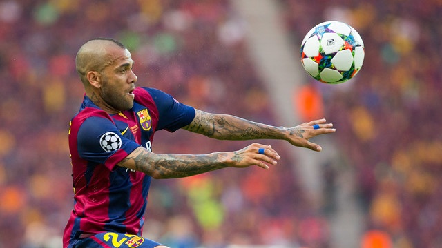Dani Alves' contract extension was one of the top stories of the year. / MIGUEL RUIZ-FCB