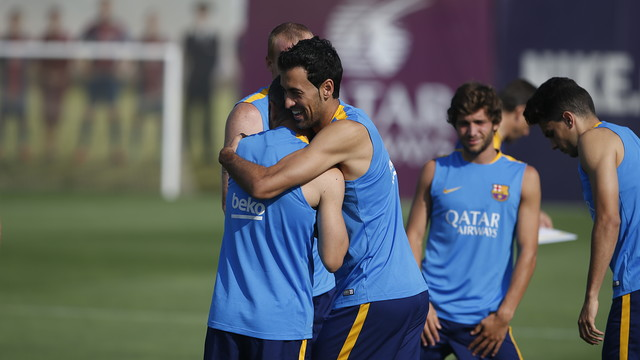 Birthday greetings for Sergio Busquets before training today / MIGUEL RUIZ - FCB