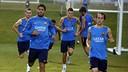 Los jugadores del Barça entrenaron bajo la fina lluvia de Los Angeles / MIGUEL RUIZ-FCB