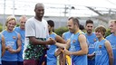 Kobe greeting Iniesta and the rest of the squad / MIGUEL RUIZ-FCB
