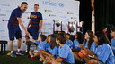 Iniesta and Ter Stegen with the children in Los Angeles