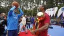 Gerard Piqué enjoying playing basketball with Harrison Barnes / MIGUEL RUIZ-FCB