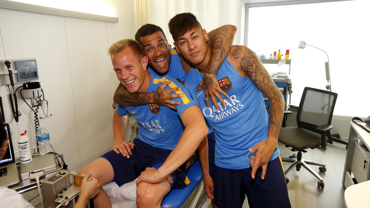 Ter Stegen, Alves i Neymar Jr, a la Ciutat Esportiva / MIGUEL RUIZ-FCB