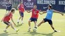 Iniesta, Sergi Roberto et Halilovic pendant un entrainement / MIGUEL RUIZ-FCB