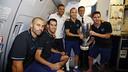 The four captains on board the plane with Luis Enrique and Josep Maria Bartomeu / MIGUEL RUIZ - FCB