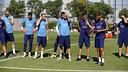 Gerard López, técnico del filial, y Luis Enrique, dirigiendo el entrenamiento / MIGUEL RUIZ-FCB