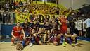 The team celebrating the trophy with the fans / VÍCTOR SALGADO-FCB
