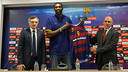 Lawal with Joan Creus and Barça board member Joan Bladé at the Palau / Germán Parga - FCB