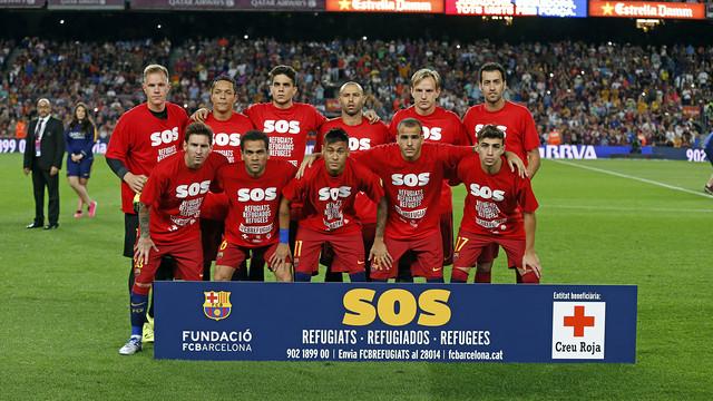 Los jugadres en foto de grupo con las camisetas de SOS de la campaña