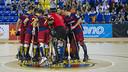 El equipo al completo, celebrando la victoria contra el Caldes. FOTO: V. SALGADO - FCB