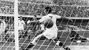 First goal of the game from Uruguayan Ramón Alberto Villaverde /  FCB ARCHIVE