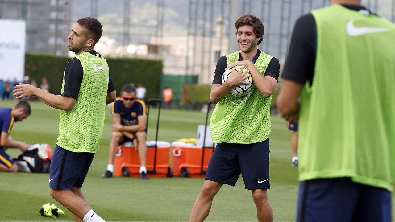 Sergi Roberto en un entrenament amb l'equip / MIGUEL RUIZ - FCB