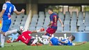 Aitor fights for the ball / VICTOR SALGADO - FCB
