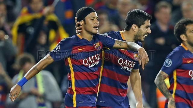 Neymar e Suárez celebram um gol contra o BATE