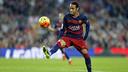 Neymar Jr. com a bola, no duelo contra o Villarreal