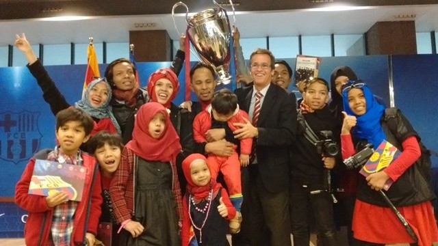 The famous Indonesian family takes in the Camp Nou Experience / FCB