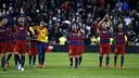 Les joueurs du FC Barcelone saluent leur public après leur victoire / MIGUEL RUIZ - FCB