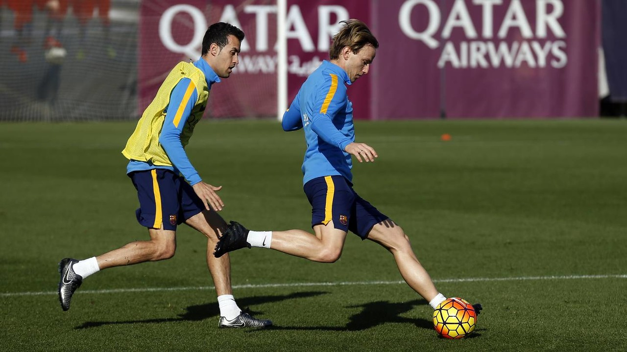 Rakitic and Busquets during a Barça training session/ MIGUEL RUIZ - FCB