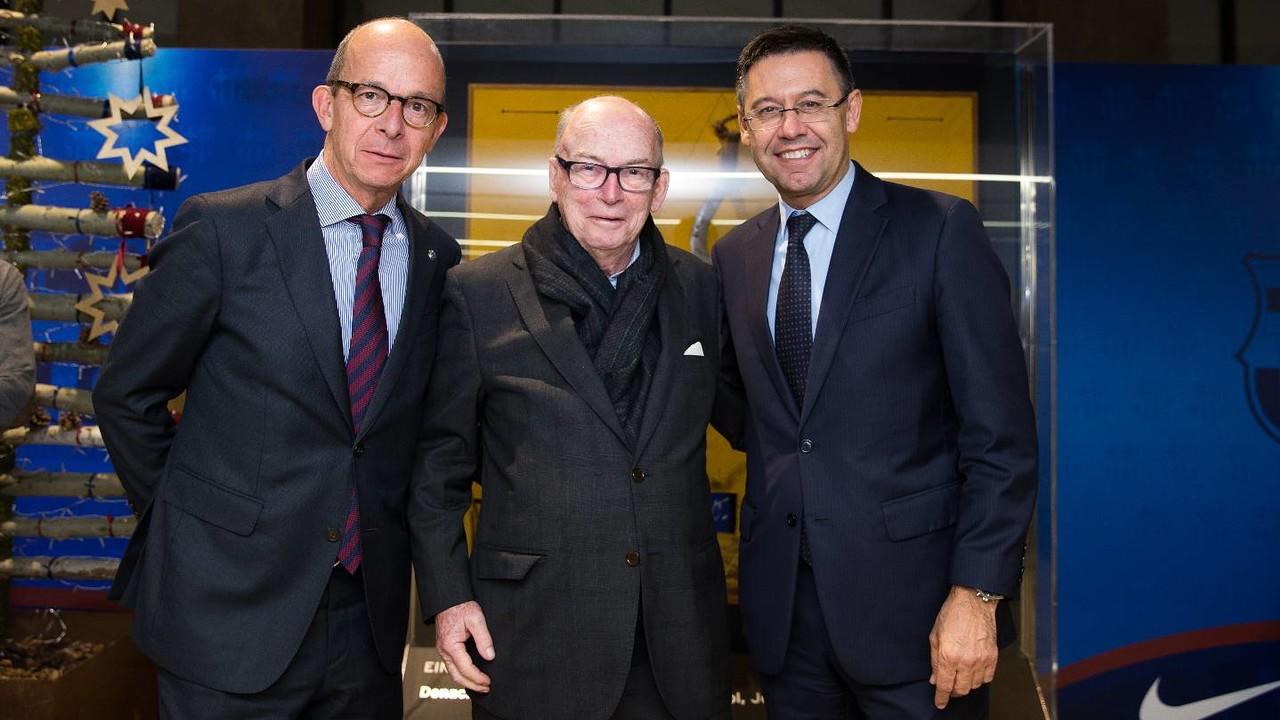 Michael Witty, bersama Josep Maria Bartomeu dan Jordi Cardoner di Camp Nou / GERMÁN PARGA-FCB