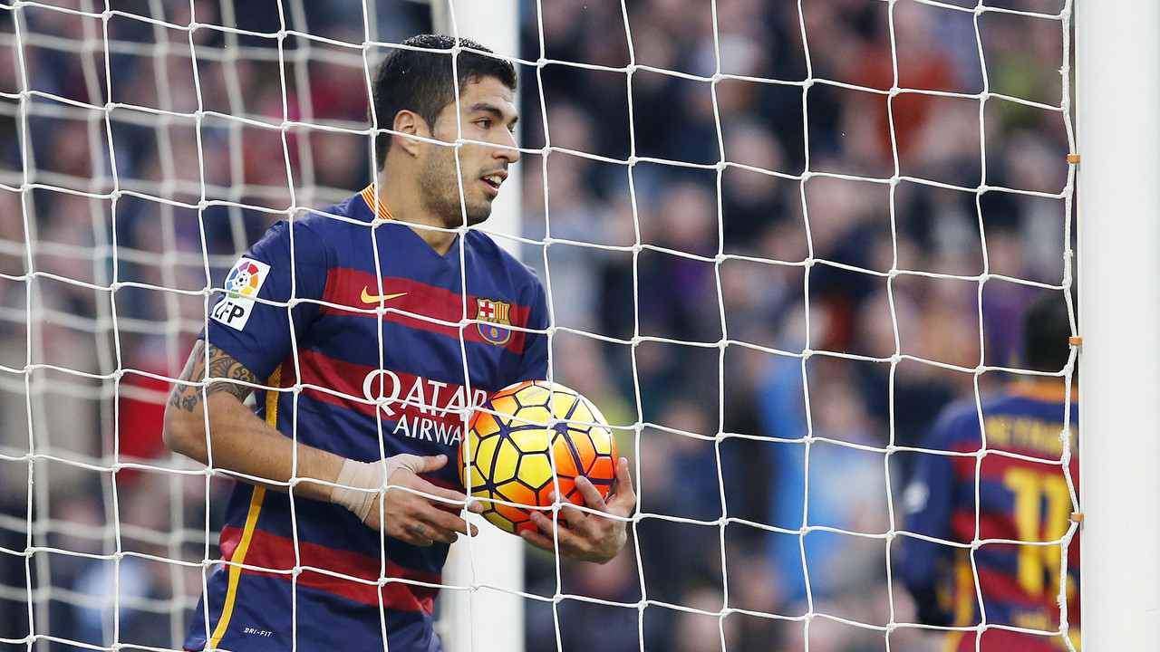 Luis Suárez mencetak gol kedua Barça ke gawang Real Sociedad / MIGUEL RUIZ - FCB