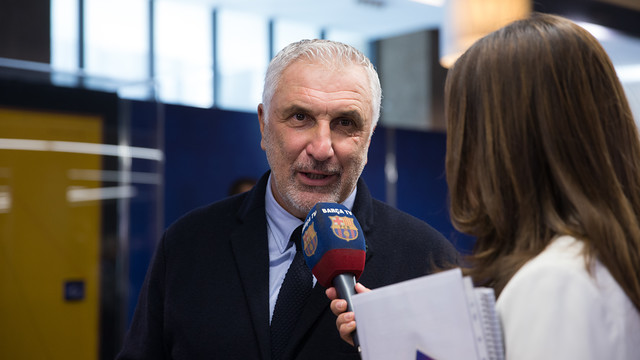 Hans Krankl talking to  Barça TV / GERMAN PARGA - FCB