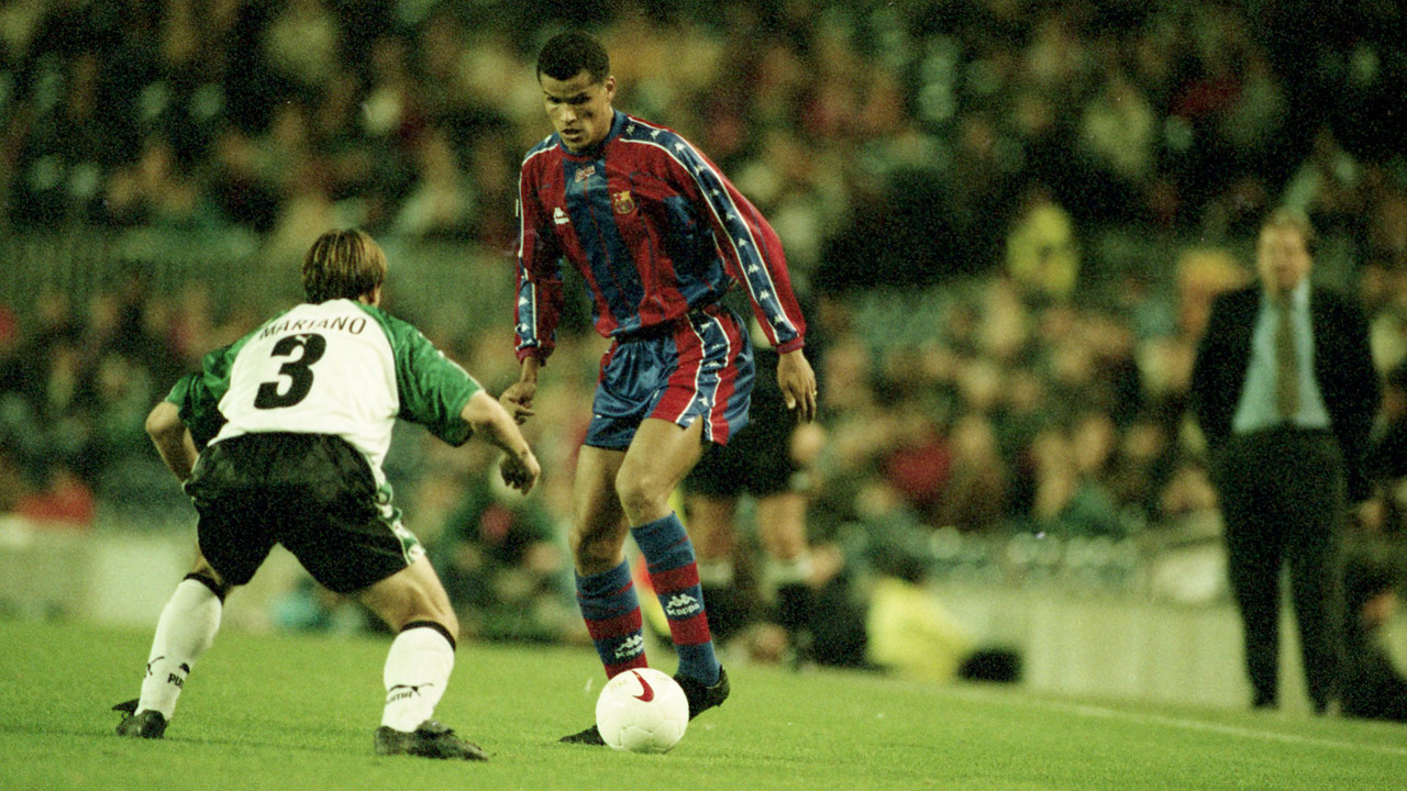 Rivaldo durant un partit contra el Mèrida la temporada 1997/98 al Camp Nou / ARXIU FCB