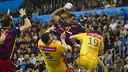 Jallouz tries to shoot against Kielce/ VICTOR SALGADO - FCB