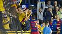 Aicardo celebra el primer gol del partit amb l'afició / VÍCTOR SALGADO - FCB