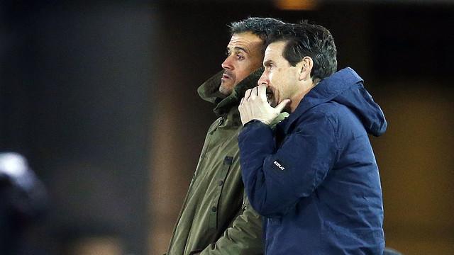 Juan Carlos Unzué and Luis Enrique watch from the sidelines in the semi-final / MIGUEL RUIZ