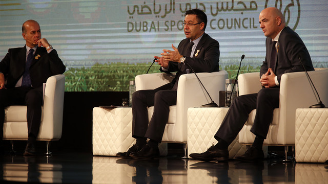 Umberto Gandini, Josep Maria Bartomeu and Gianni Infantino, during the conference in Dubai. / MIGUEL RUIZ - FCB