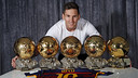 Leo Messi has the world's biggest collection of Ballon d'Or trophies / MIGUEL RUIZ - FCB