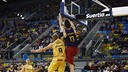 Satoransky with a spectacular dunk against Gran Canaria/ M. HENRIQUEZ - ACB PHOTO