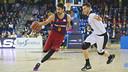 Juan Carlos Navarro drives against Bilbao Basket in the ACB League earlier this season. / VICTOR SALGADO - FCB