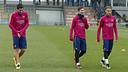 Suárez, Messi y Neymar antes de comenzar el entrenamiento de este viernes / MIGUEL RUIZ - FCB