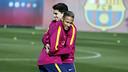 Bartra y Neymar Jr durante el entrenamiento de este lunes en la Ciudad Deportiva / MIGUEL RUIZ - FCB
