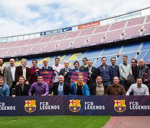 Representants del FC Barcelona i de l'Agrupació Barça Jugadors, durant la presentació del projecte.