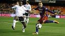 Sandro tenta um chute, diante de um rival / Miguel Ruiz-FCB