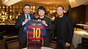Josep Maria Bartomeu and Director Dídac Lee, with Lang Lang, on Thursday in Barcelona. / GERMAN PARGA - FCB