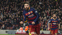 Piqué celebrates his 46th minute goal on Sunday night. / VICTOR SALGADO - FCB