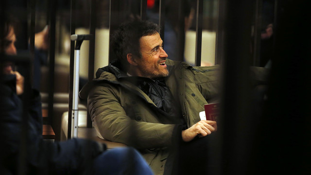 Luis Enrique looking pleased as he heads home after a great result in London / MIGUEL RUIZ - FCB